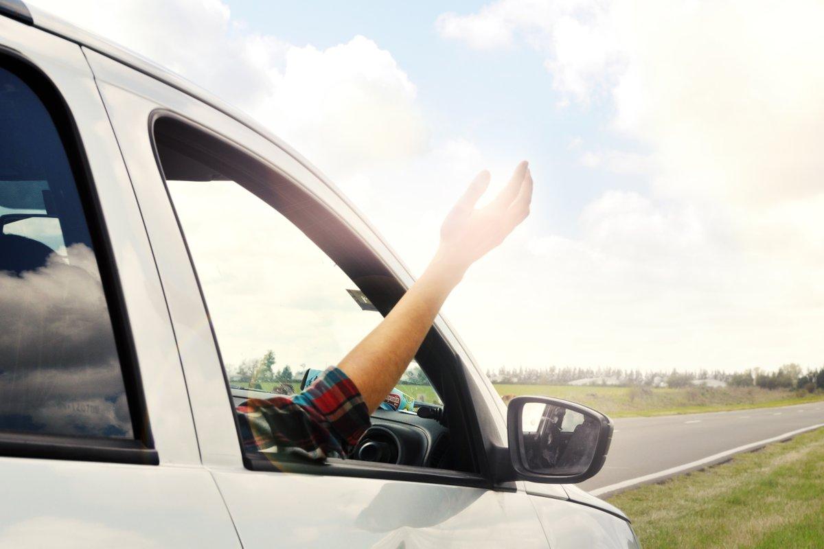 фото женской руки в масле на машине уверены, что вам