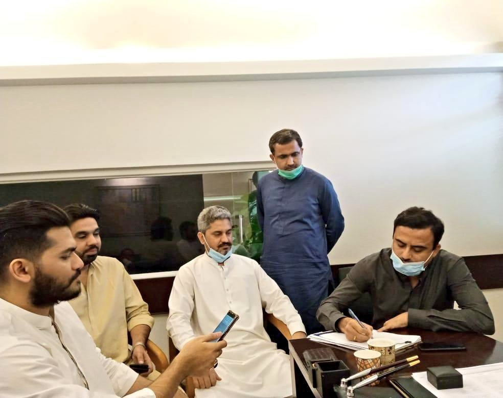 President @PYOSindh @JavedNLaghari, Young PPP Leader @Majid_Agha, @taimoormaheraly @TariqueBuledi @saad41b and @RabNBaloch Registering Complaint Against @CynthiaDRitchie at Police Station Darakhshan Karachi for Lies and Slanderous Campaign our National Hero Including #SMBB.pic.twitter.com/eRy3WeYqZO