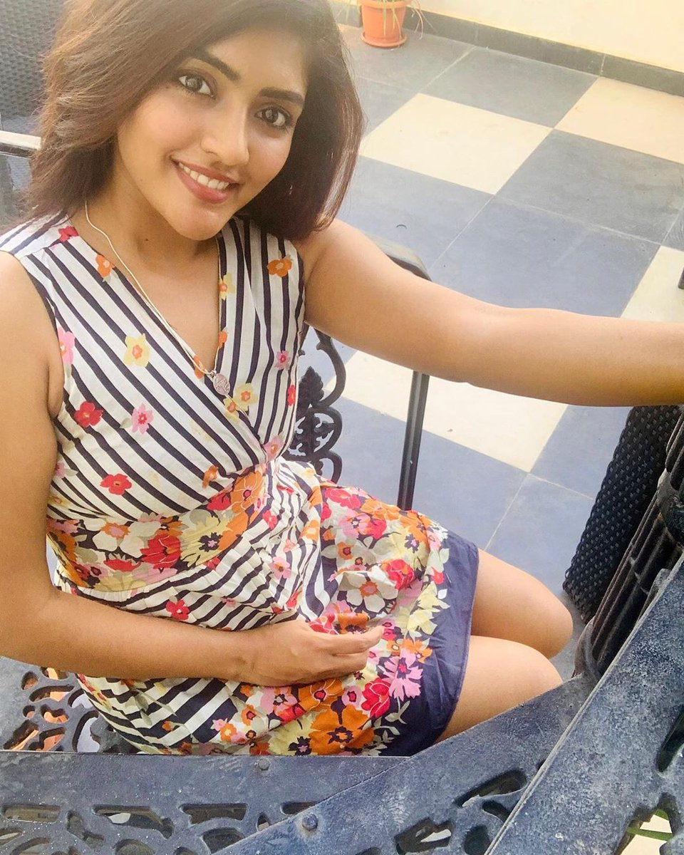 Elegant looks of #EeshaRebba Latest clicks at #LockDown Time  #Eesha #stayhome #QuaratineLife #QuarantineTime #quarantineAndChill #staysafe #actress #Actresshot #actressmasala #Tollywood #tollywoodactress #TFITalks  @YoursEeshapic.twitter.com/yt9rfCxqJ5