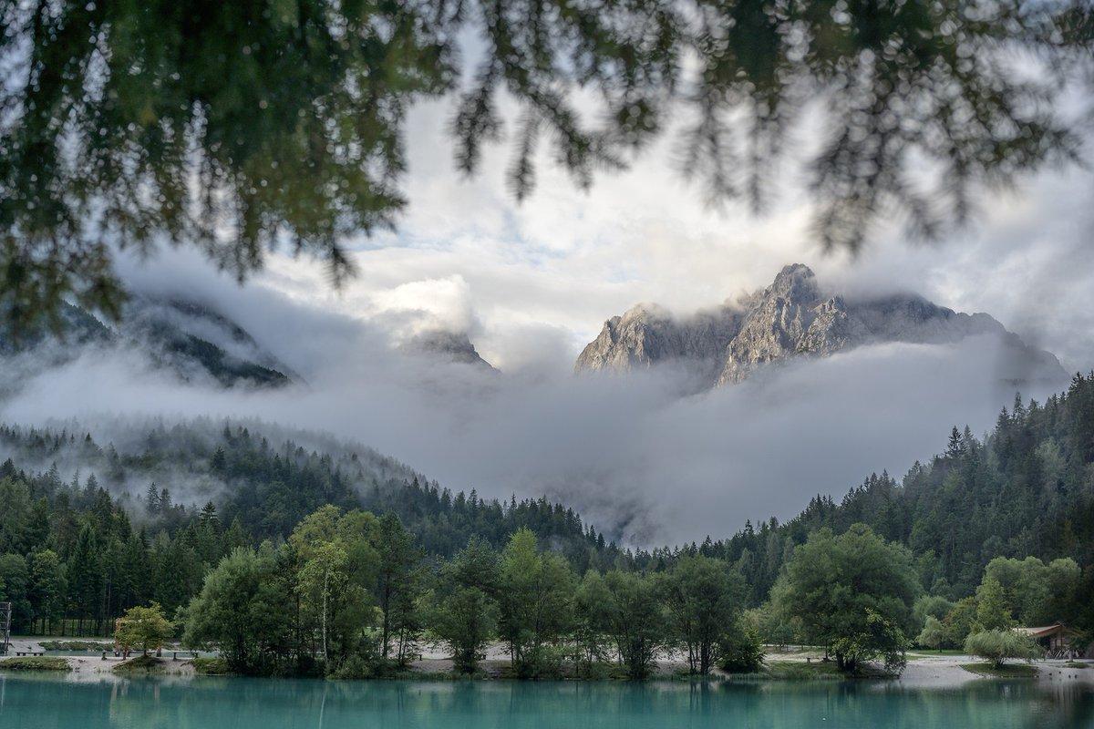 Visitare #KranjskaGora anche in #primavera, #estate o #autunno, è un ottimo modo per immergersi nella natura incontaminata senza lunghi e costosi viaggi a forte impatto ambientale! Cuore verdeAlba sulle montagne #AlpiGiulie #sponsorizzato #Slovenia   https://medium.com/lovelytripsblog/la-bellezza-di-kranjska-gora-gioiello-delle-alpi-giulie-59a5ef0544f6…pic.twitter.com/EfnQWWy3KF