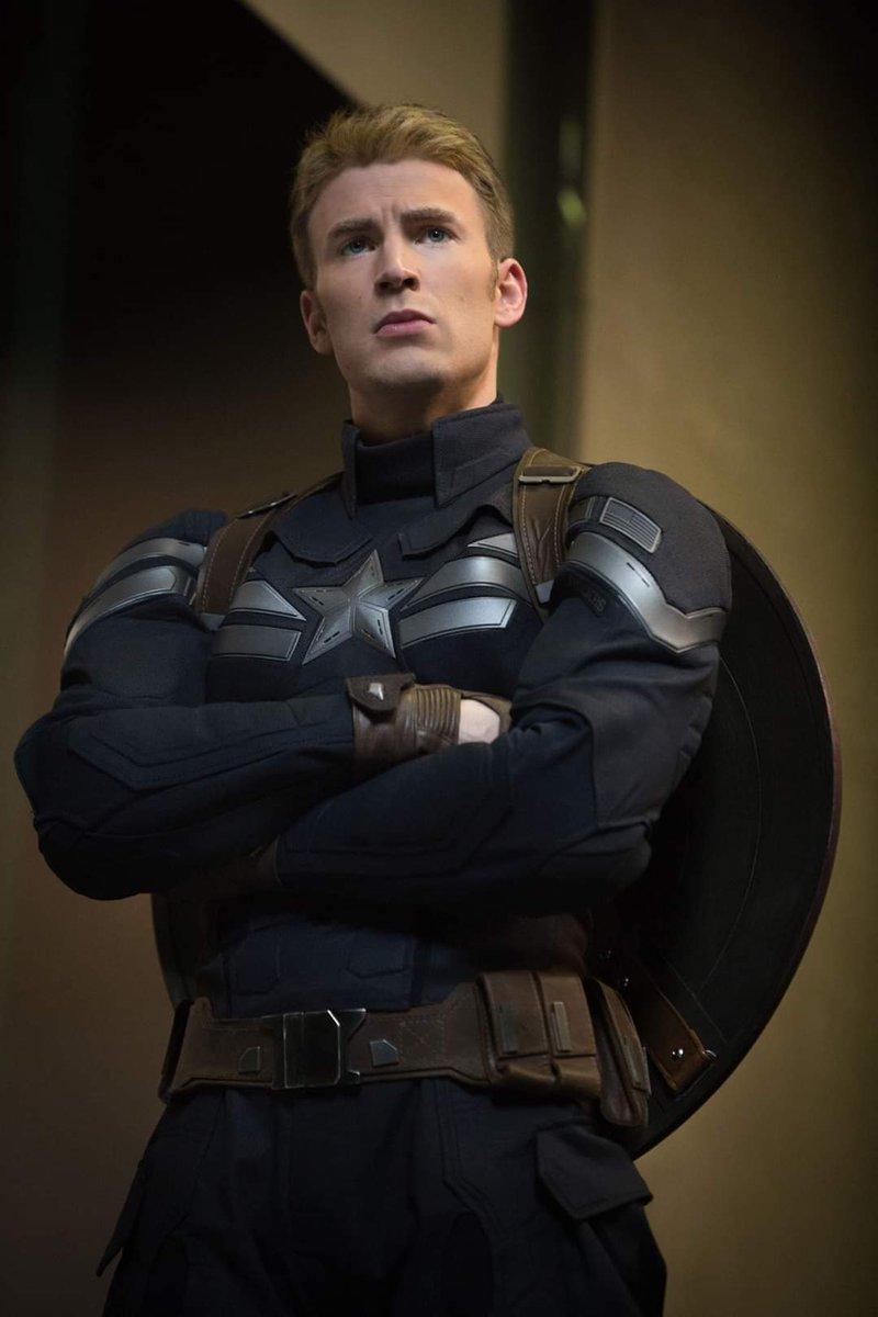 Chris Evans: [Interpretar al Capitán América] fue la mejor decisión que he tomado. 😏 El actor de 38 años, ha confesado que rechazó las ofertas de Kevin Feige para interpretar al Capitán América y fue finalmente Robert Downey Jr. quien lo convenció de aceptar el papel.