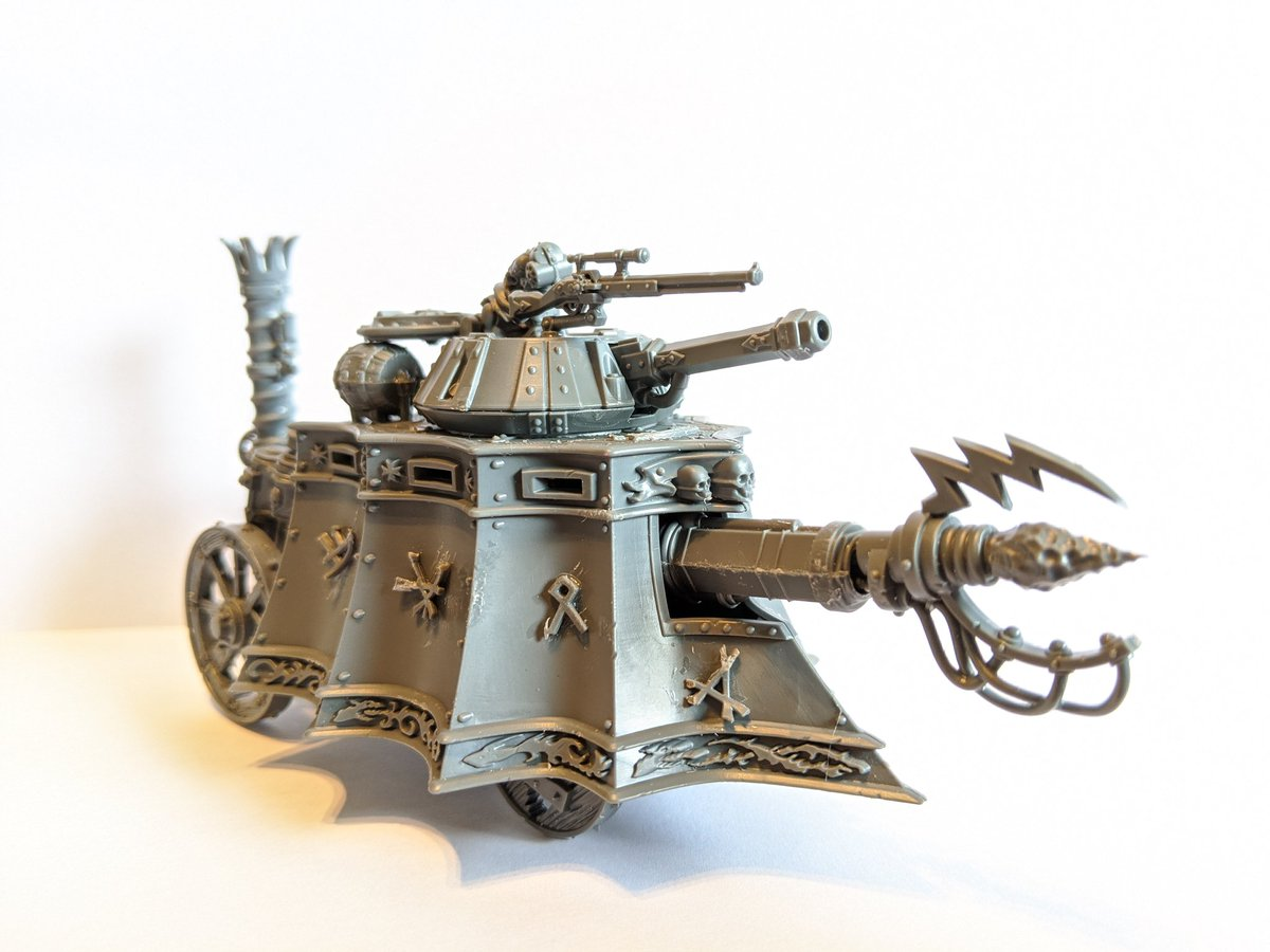Finished my first conversion. I think I made Thanquol's dream a reality. This is my take on a #Skaven steam tank. Other then a little tidying up it's pretty much done.  #ageofsigmar #WarhammerCommunity #paintingwarhammer #miniaturepainting #miniature #hobby https://t.co/dksJWAZPbf