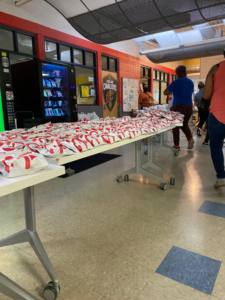 Our partners at Northeast Ohio Chick-Fil-A restaurants had a special treat for the Cleveland Boys & Girls Club members on Thursday- Dinner for everyone! 👏 👏 https://t.co/fkjEpuoXuj