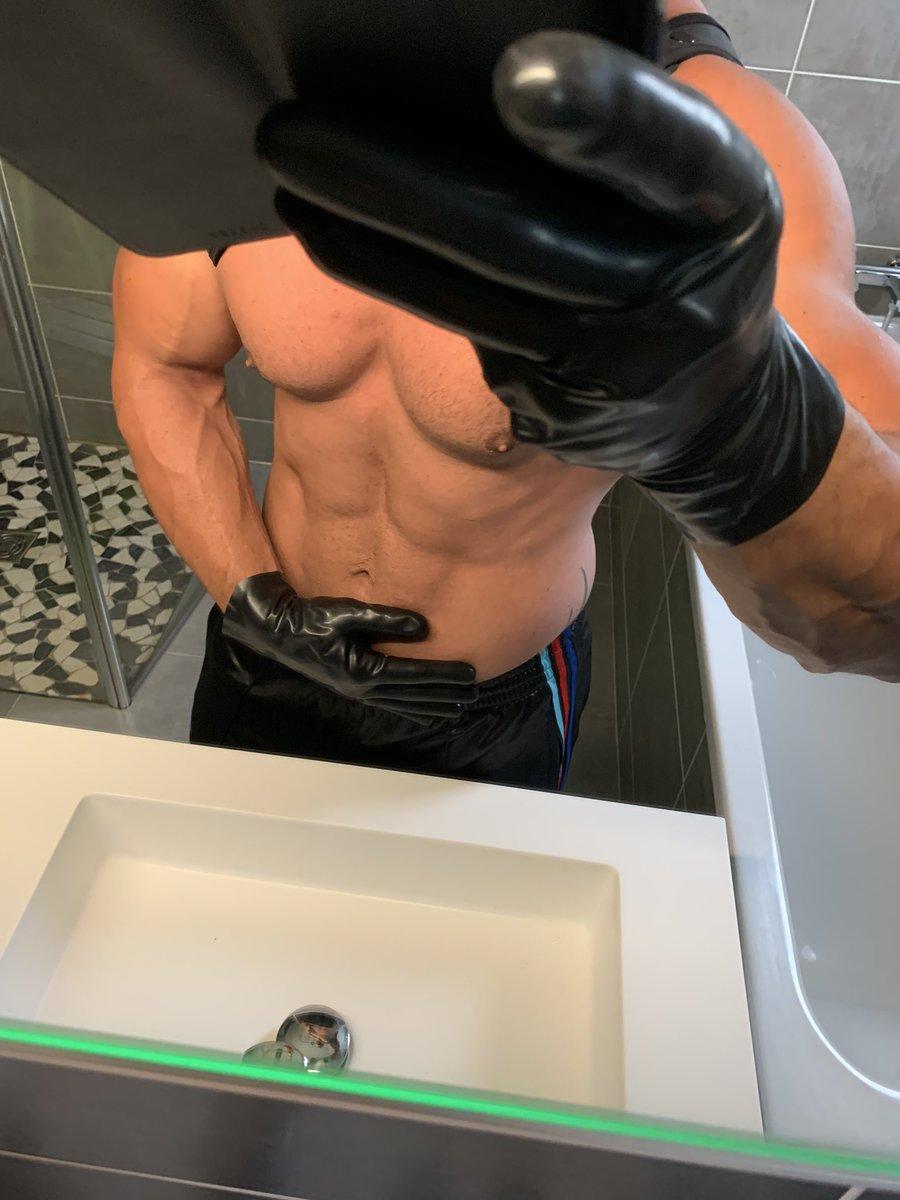 Rubber gloves #rubbergloves #rubbergay #gay pic.twitter.com/iAAjYWLvBD
