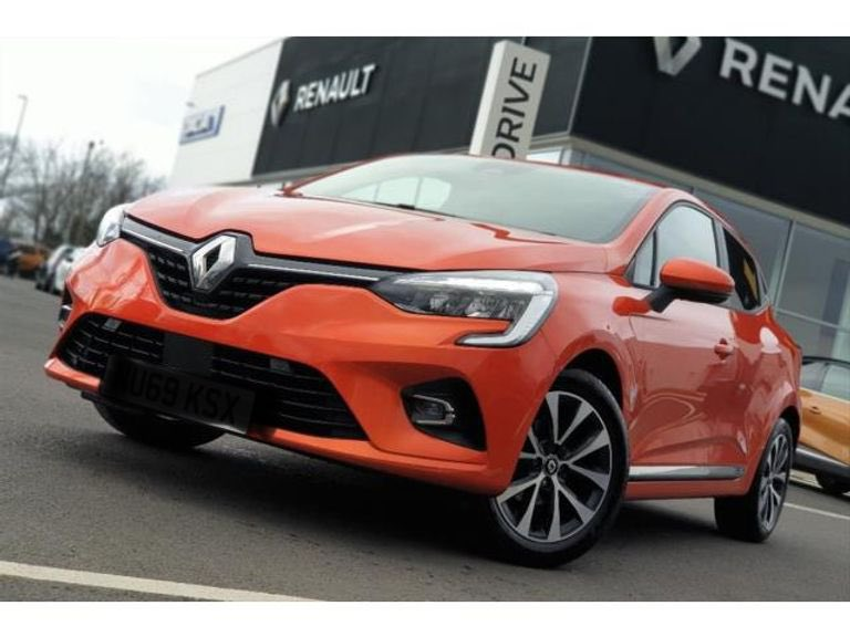 New car day today! #Renault #Cliopic.twitter.com/HKEZpffWog