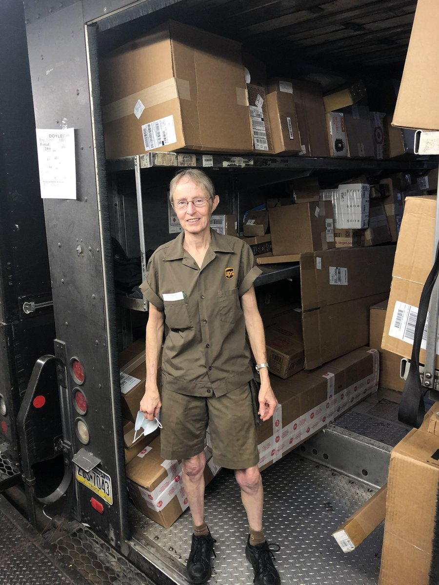 Happy Retirement after 2️⃣7️⃣ years to Laurie Holden of The Doylestown Center.....Enjoy!! We will miss you😀🎂🎉🍾@buivydased @FredCarr_ups @robnich45984002 @KVUPS @ChesapeakUPSers @EastUPSers @ChesapeakeWoman @PamAndrewsUPS