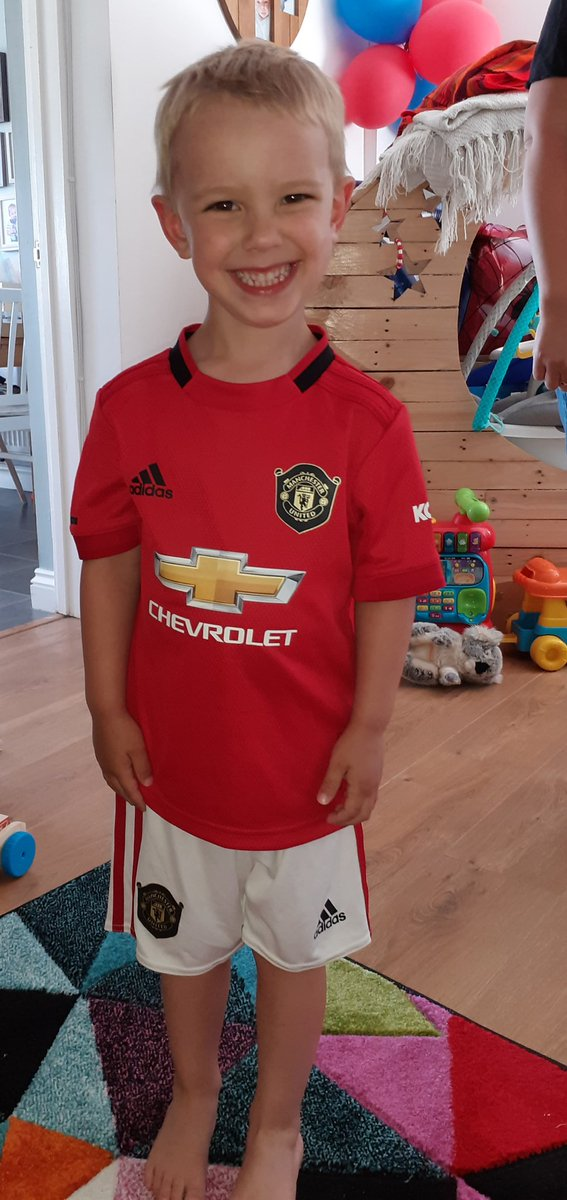 Why am I so strange as a father? Seeing him in this kit is one of my favorite moments of his life 🙈😂 #mufc #manunited @ManUtd https://t.co/dh1oUzyPe8