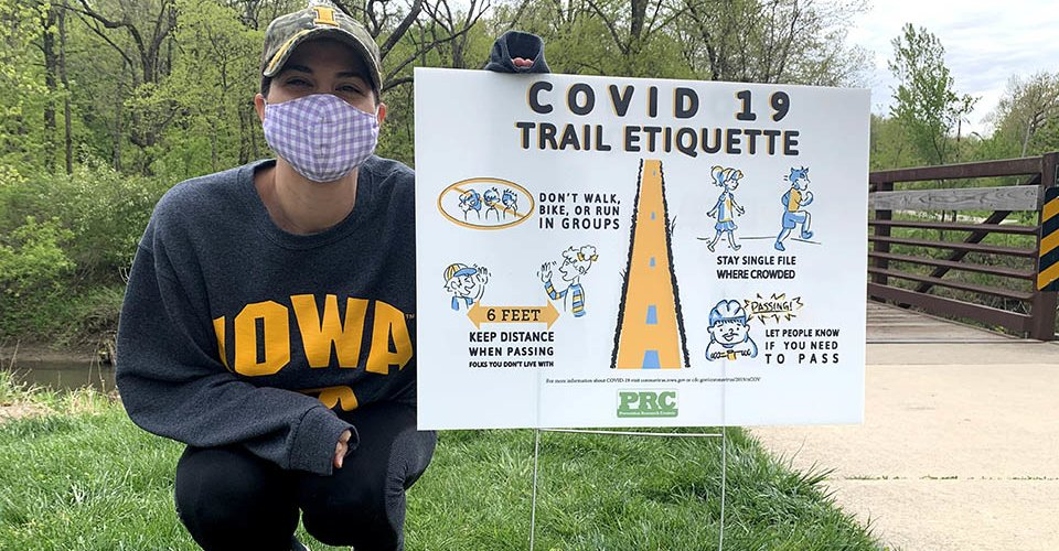 Hawkeyes make a #B1GDifference. In order to promote social distancing etiquette, an Iowa student recently collaborated with local parks and recreation departments to produce materials reminding people how to safely share public parks and trails. spr.ly/6013GEnsT