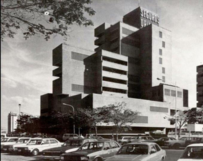 #FlashbackFriday 👉🏼 Torre Seguros Orinoco en #PuertoOrdaz En 1976 se concluye la construcción de la torre Seguros Orinoco ubicada en una parcela de 2.350m² en la calle Cuchivero con Transversal 1 en Alta Vista, Puerto Ordaz, estado Bolívar... La recuerdas en sus orígenes?