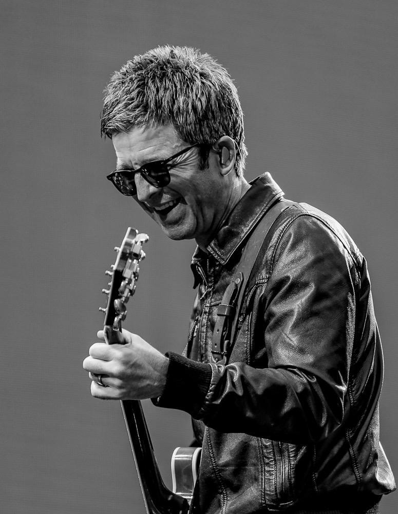 Happy Bday  Grumpy and Talented Noel Gallagher   #love pic.twitter.com/UBrt94VVQp