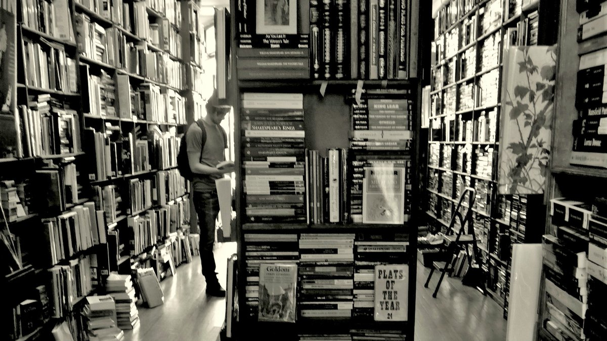 My son in a familiar pose. #bookstore #blackandwhite pic.twitter.com/qS0EBYpGKy