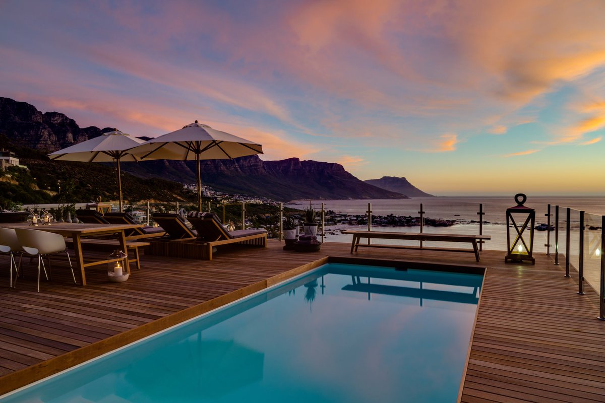 Nothing beats this view at Cape View Clifton. Add this to your travel list, for when it's safe to travel again.  #Bucketlist #CapeTown #RomanticHoliday #Adventure #Africa #views #honeymoons #traveladdict https://t.co/dHdOcrKCau