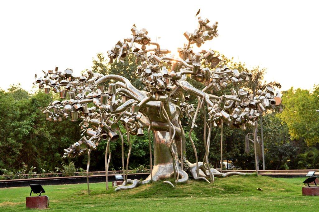 Piece of open art at National Gallery of Modern Art, New Delhi, India 🇮🇳. Clicked Last Summer 📷☺️ #FridayFlashbackz #MetalArt #TravelDiaries #summer #travelphotography #TravelTribes #TheWritingDesire twitter.com/Adventuringgal…