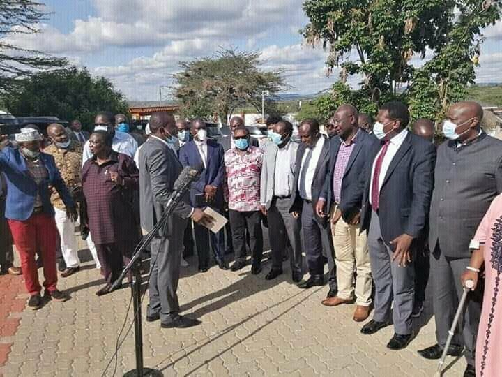 COTU Urinator and looter of Kenyan workers' billions hosted more than 50 of fellow thieves in Kajiado in violation of the #COVID19 directives, social distancing and @MOH_Kenya guidelines, yet the Despot was yelling emptily at Kenyans yesterday. #uhurumustgo<br>http://pic.twitter.com/Sbb8Rl7kja