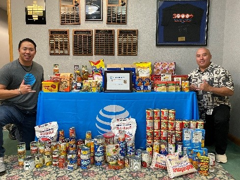 Aloha and MAHALO to our Hawaii AT&T Family! They stepped up when their local food bank was experiencing supply shortages, raising monetary donations & 448 pounds of food for their community! #LifeAtATT https://t.co/OBYcyUoMhG
