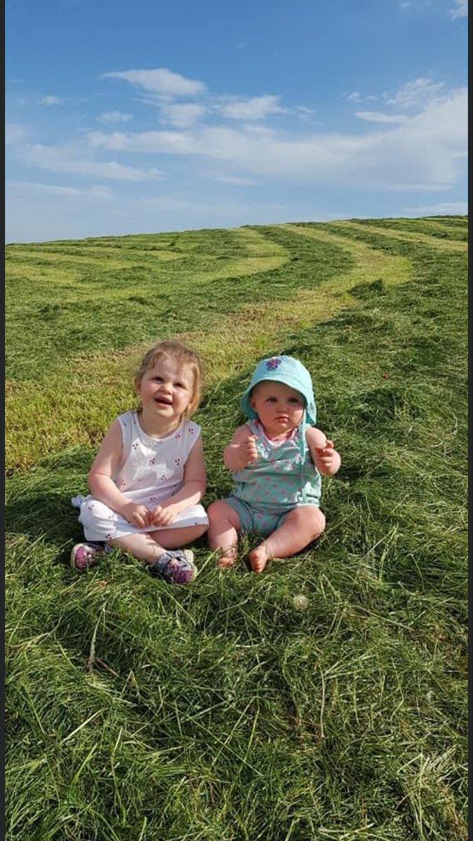#Fun In The Grass pic.twitter.com/VPXOFTLeU7
