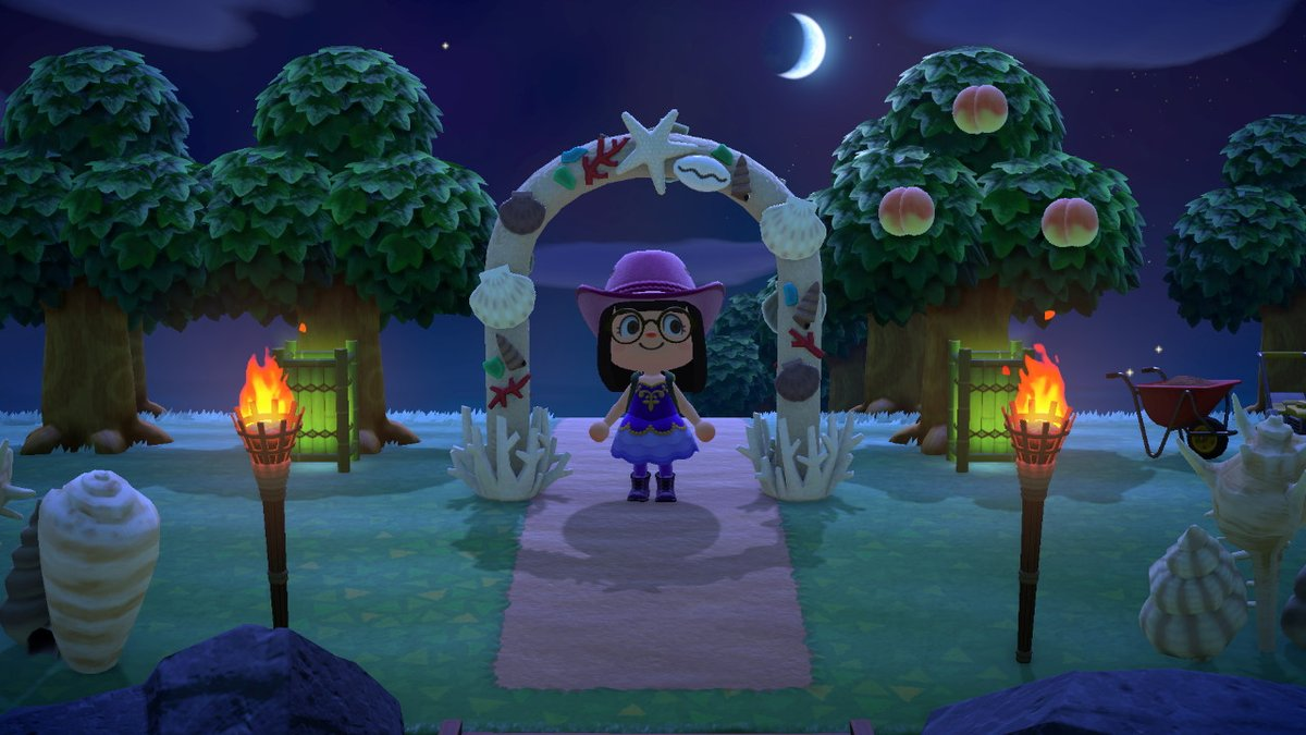 Very proud of my shell themed entrance :)  #AnimalCrossing #ACNH #NintendoSwitch https://t.co/bGWO2sjPvM