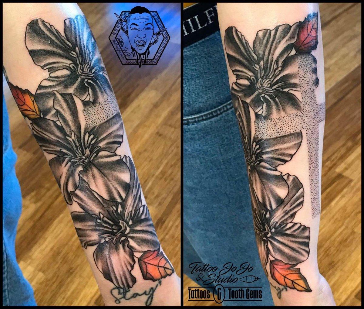 Here's another fun one done this week. Thanks for looking! http://tattoojojo.com  #tattoojojo #tattoojojoandstudio #tattooshop #tattoostudio #appointmentonly #tattooartist #tattoos #tattoosnearme #art #ink #tattooist #floraltattoo #crosstattoo #blackandgreypic.twitter.com/RoaqqAcXNE