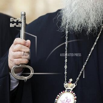 PICTURES OF THE WEEK IN THE MIDDLE EAST PHOTO GALLERY  Greek Orthodox Bishop Theophylactos, holds a key as he reopens the Church of the Nativity to visitors after a nearly three-month closure due to the coronavirus pandemic, in Bethlehem, West Bank. (AP Photo/Mahmoud Illean) pic.twitter.com/3VlrG93yRk