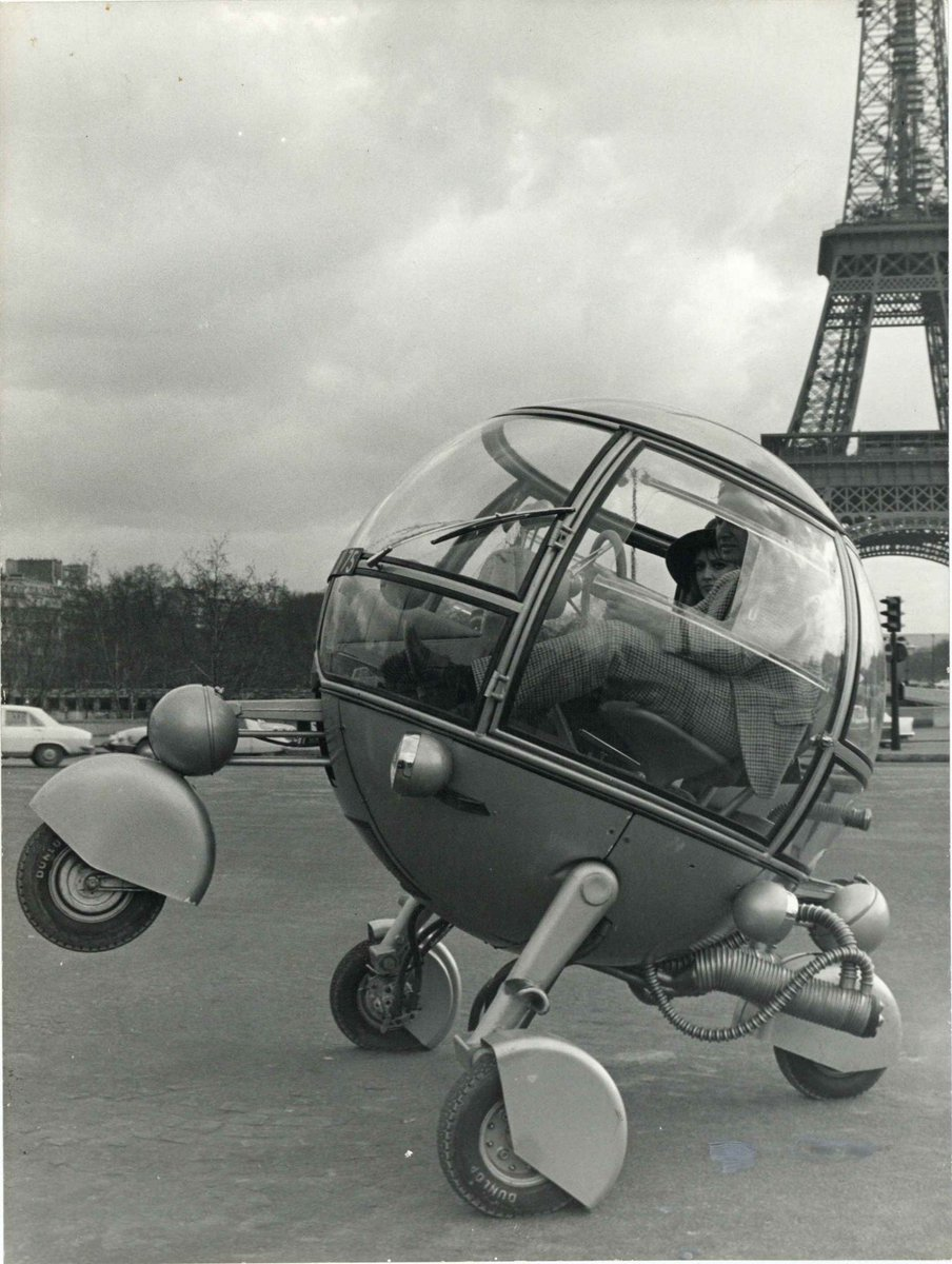 Combining art with function in Paris, #France, this vehicle hopes to pave the way for future abstract automobiles. pic.twitter.com/0qCYdX6fT7