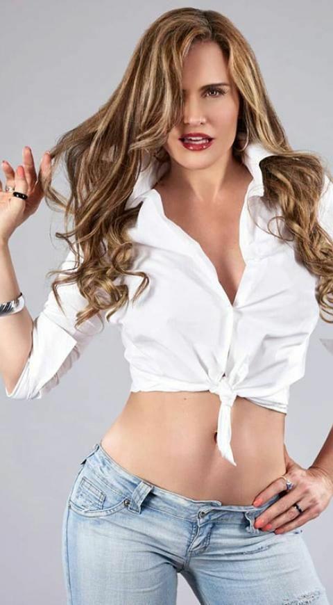 https://cnve24.com.ve/candente-colombiana-aura-geithner-roba-suspiros-con-sus-publicaciones/… Suspiros...#auracristinageithner #lapotradelabanda #colombia #beautiful #love #happy #actresslife #QuedateEnCasa #cuarentena #loveyouall #lookoftheday #news #coronavirus #followback #hot pic.twitter.com/RZ1gMKV6yR