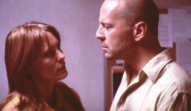#NowWatching Sebezhetetlen  (Unbreakable)  (2000)  #FilmCafé