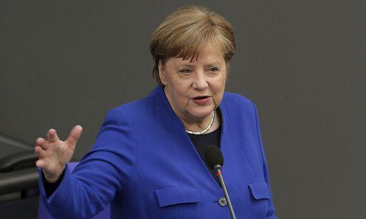 Die WHO ist die legitimierte globale Institution, bei der die Fäden zusammenlaufen WHO is the legitimate global institution where the threads come together ( Angela Merkel about WHO )