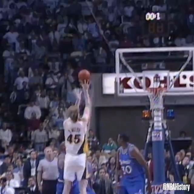 On this day in 1995, Rik Smits knocked down the @Pacers game-winning jumper at the buzzer in Game 4 of the Eastern Conference Finals vs. Orlando! #NBAVault https://t.co/SKkaRCRfpa