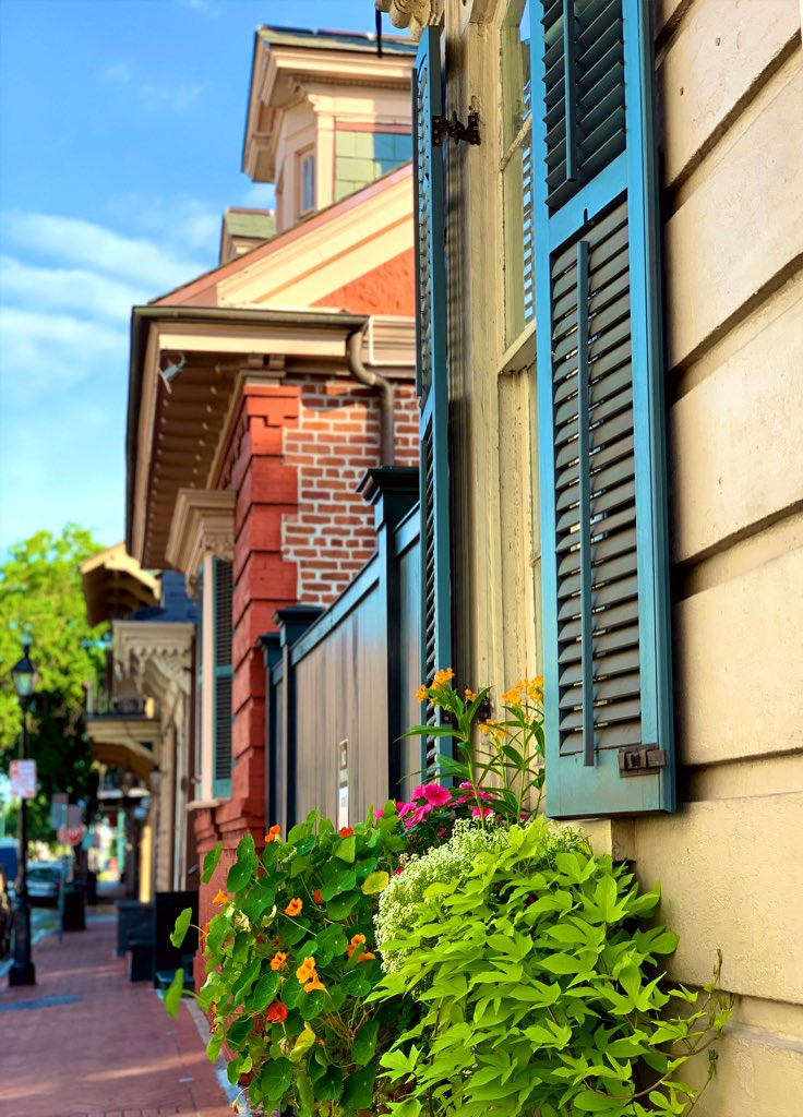 Lovely May day in the French Quarter.  #NewOrleans pic.twitter.com/jTF4qHKXzA