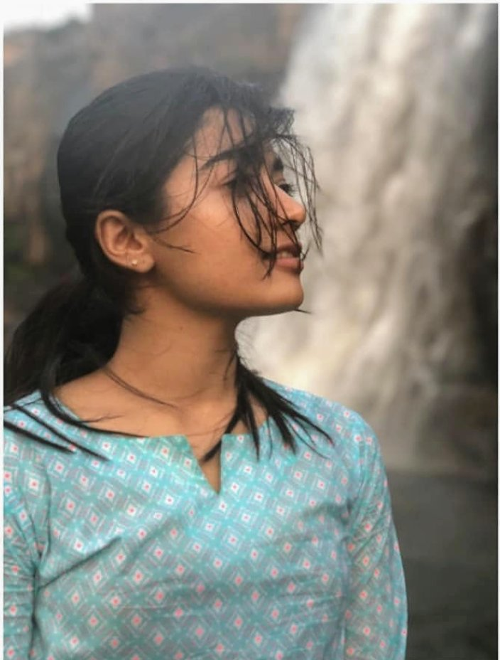 She looks normal, But beneath the facade, Resides a Queen. Strangely beautiful, Perfectly flawed.@iamRashmika  #RashmikaMandanna pic.twitter.com/pQRcCI19Dw