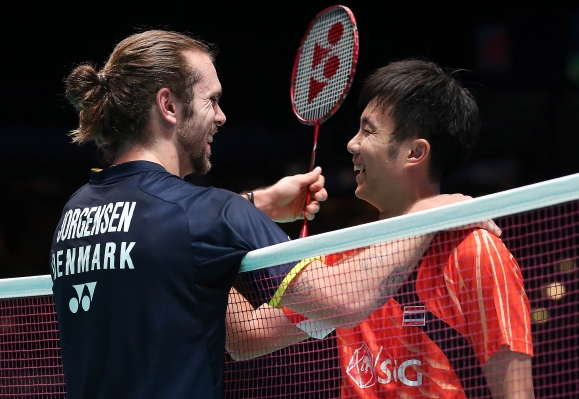 if you think this brilliant shot epitomises the great sportsmanship that exists in #badminton. @janojorgensen  #boonsakponsana   @badmintonphotopic.twitter.com/ysb9mGwEkw