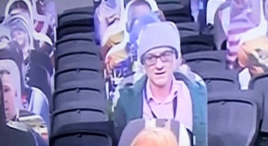 #isitok Dominic Cummings was seen at the NRL game between the Roosters and Rabbitohs? pic.twitter.com/FqZbTcV4Wg