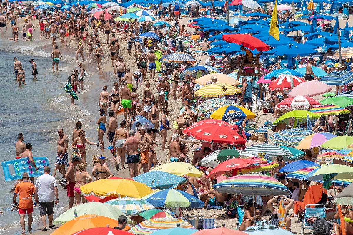 British holidaymakers in Benidorm face having to leave beach at lunchtime https://t.co/Eajswwkopg https://t.co/XQVEUJ0C9P