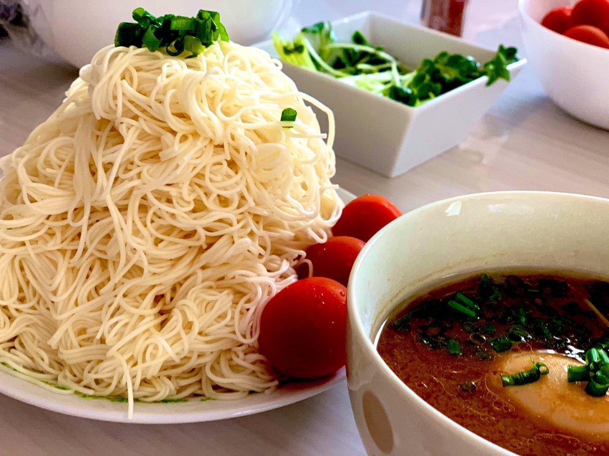 牛すじ煮込みの煮汁で大盛りつけ素麺😋💓