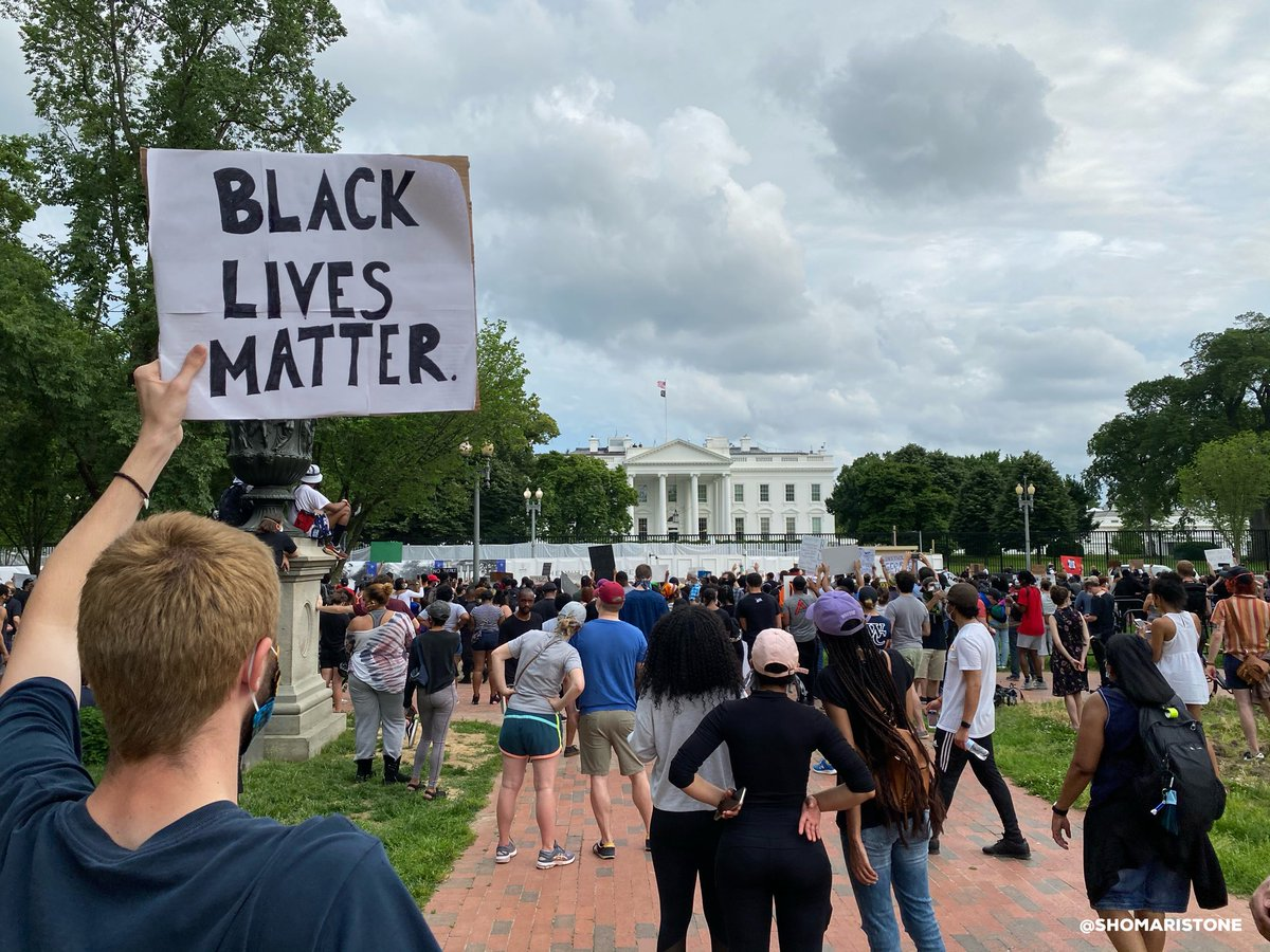 "A man holds a ""Black Lives Matter"" sign outside the White House during a peaceful protest over the death of George Floyd. #PictureOfTheDay pic.twitter.com/cwXK2ZmhNW"