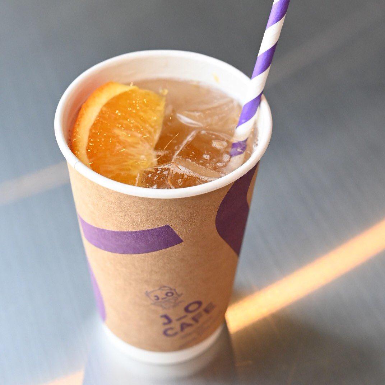【J_O CAFE】新ドリンク☆ほうじ茶SPARKLING☆ほうじ茶とオレンジの、夏に向けた爽やかな炭酸ドリンク。ほうじ茶は、京都の老舗 一保堂茶舗の茶葉を贅沢に使用しています。人工甘味料を使用していない優しい甘さのソーダです☆☆☆#J_O_CAFE#ほうじ茶SPARKLING#銀座ベルビア館