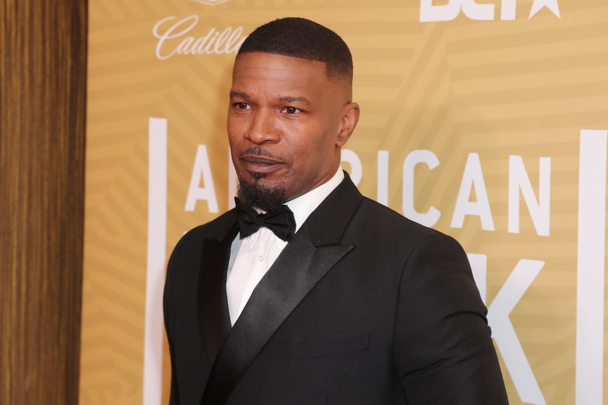 """Jamie Foxx spoke in Minneapolis, alongside Stephen Jackson and friends.   """"All I wanted to do is let you know that we're not afraid to stand...we're not afraid of the moment.""""   Watch: https://t.co/r2iuXiCTuG https://t.co/sIyNYDtkij"""