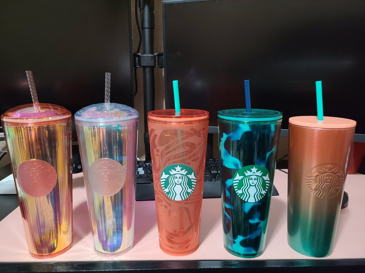 This brings my cup collection up to 47! #starbucks pic.twitter.com/WMwzIBPG2x