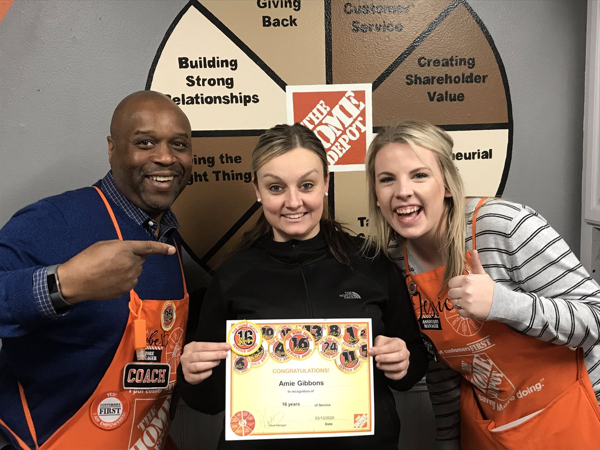 Behind the scenes support !    Jamie ASDSreturned from maternity leave missed ya .  Genny great job covering ASDS Thank you   Katherine Amie ... keeping the BIZ running and supporting thier SM and team@jamieo0628 @65ChevyGirl @GKerr0211  past picspic.twitter.com/Er4Ih5T3Gt