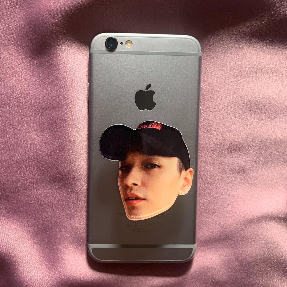 SIMON DOMINIC // GRAY ACRYLIC POPSOCKET  Rp 70.000 each  also available for custom of other KHH artists   #SimonDominic #Gray pic.twitter.com/UJJMWSAEzQ