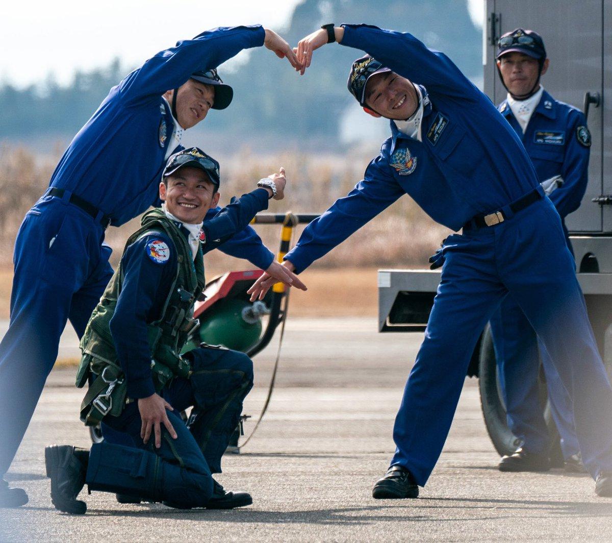 @quito_neko 飛行機も格好いいけど、中の人や整備する人も格好いいよ!