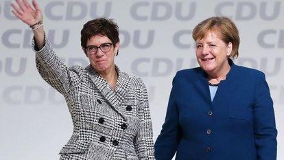 #Almanya'da Hristiyan Birlik partileri (CDU/CSU) Federal Meclis (Bundestag) Grubu sözcülüğüne gazeteci Bülend Ürük getirildi pic.twitter.com/Ycp6raMY5r