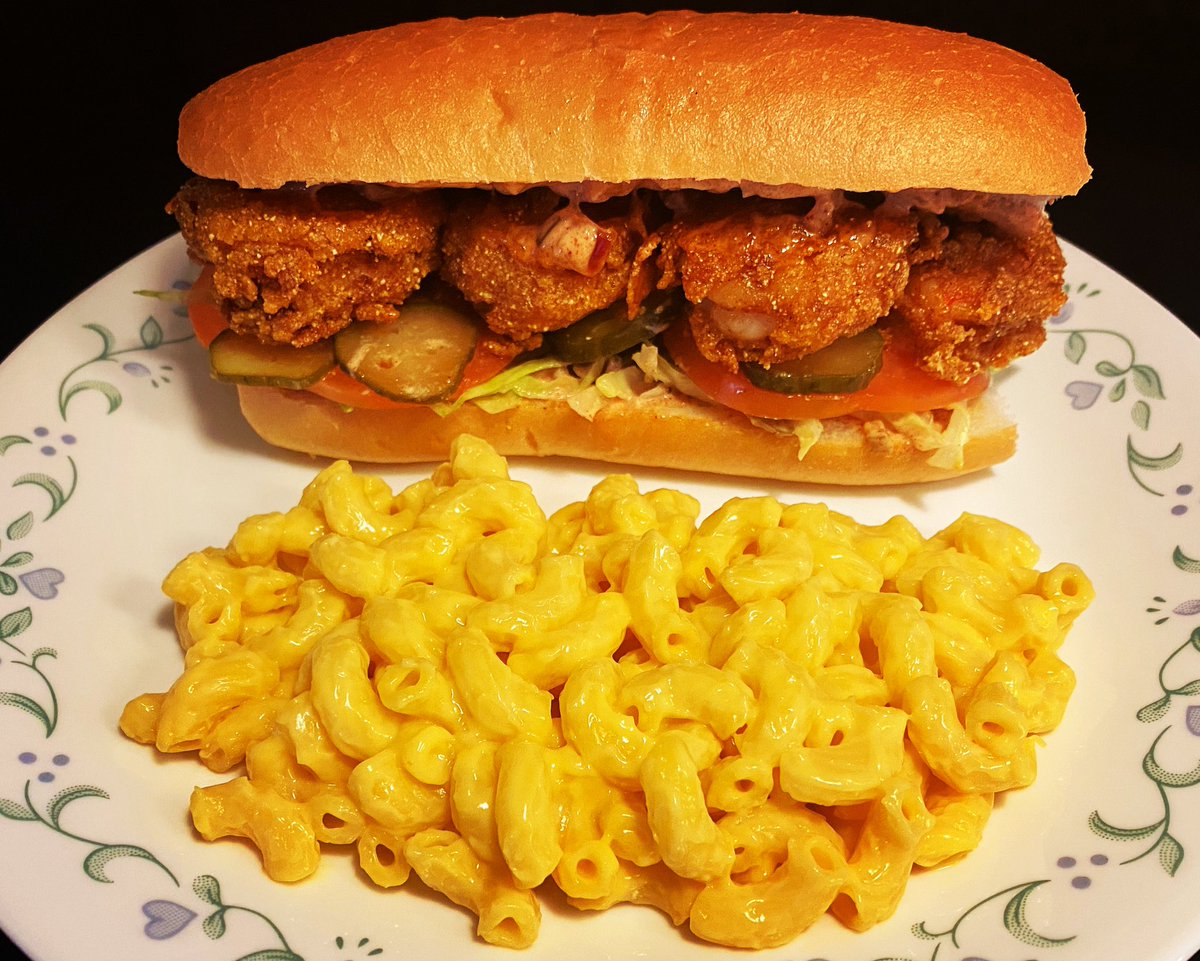 Shrimp Po Boy with Mac and Cheese #TincyCooksTommyEats . . . . . #cajunfood #shrimppoboy #poboysandwich #poboy #macandcheese #homecooked #quarantinefood #lockdown2020 #stayathome #chicagofoodie #chicagosbest #chicagofood #chicagoeats #mallucafe #gnpc #foodwishes #tiktokmallu pic.twitter.com/aYtgSOLZcx