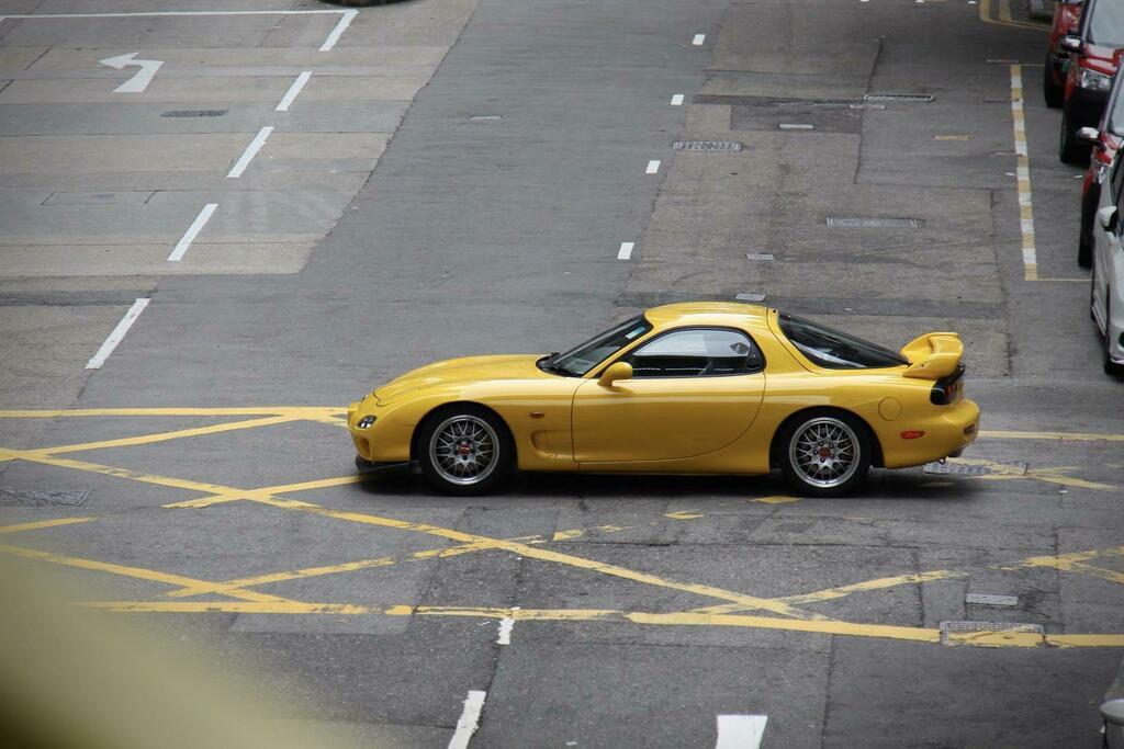 A mazda rx7 in hong kong. #bugatti #ferrari #porsche @cars https://t.co/BqnbZUui3g