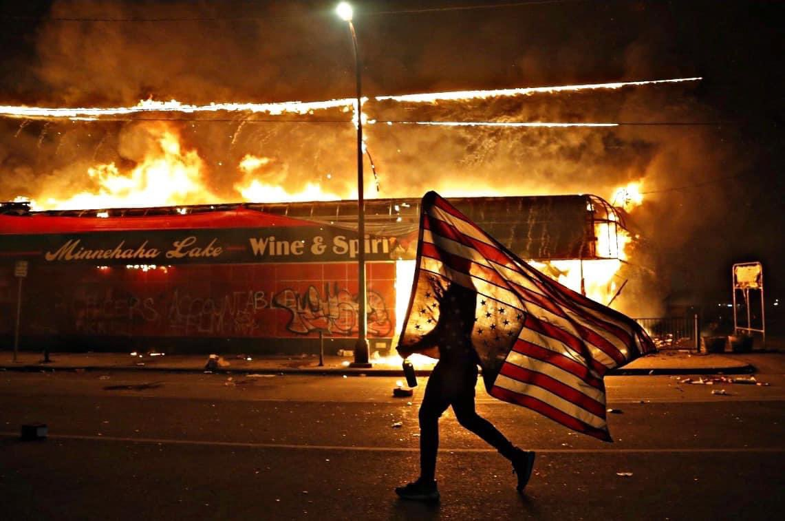 .@AP photographer @JulioCortez_AP should be awarded a Pulitzer Prize for this image.