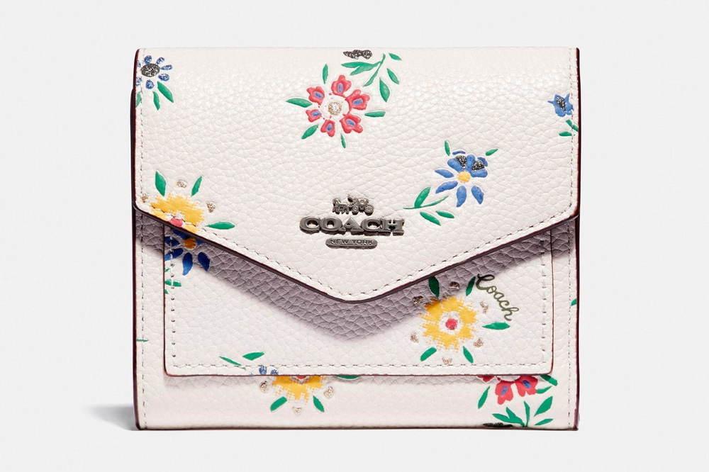 コーチの人気レディース・ウォレット、小花模様のミニ財布や「iPhone X」収納可能な長財布など -