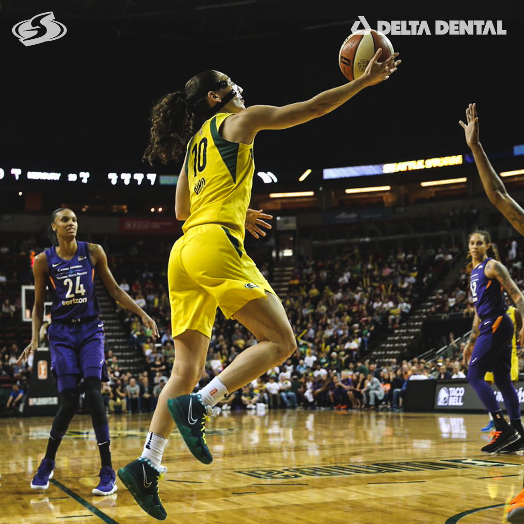 🖼️ Scenes from Game 5 🖼️  @DeltaDentalWA   #StormClassics  #WNBARewatch https://t.co/7PmSs5pm9b
