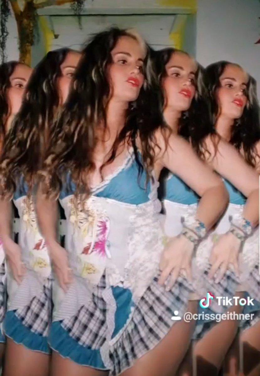 ¡Echa un vistazo al vídeo de ACristinaGeithner! #TikTok https://vm.tiktok.com/KxhvfM/ A bailar!#auracristinageithner #lapotradelabanda #colombia #TikTok #tiktoker #QuedateEnCasa #CuarentenaExtendida #Dancer #Salsa #happy #actresslife #instalike #instacool #beauty #picoftheday pic.twitter.com/WAeYNZgdIa
