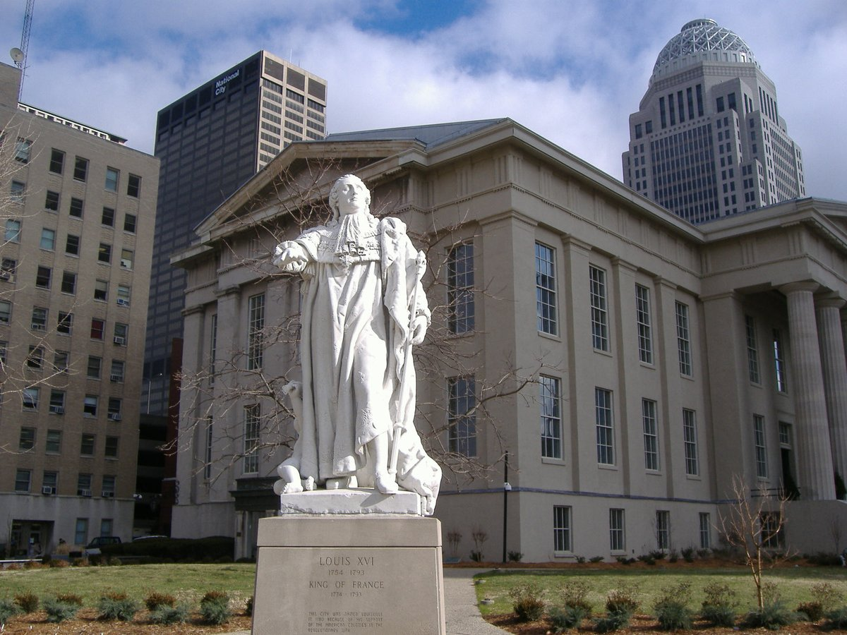 Several cities thus have retained a special relationship with France. This is the case of Louisville in Kentucky, which has a beautiful statue of #LouisXVI offered by the City of #Montpellier about sixty years ago. #Louisville #Louisvilleprotests #Kentucky