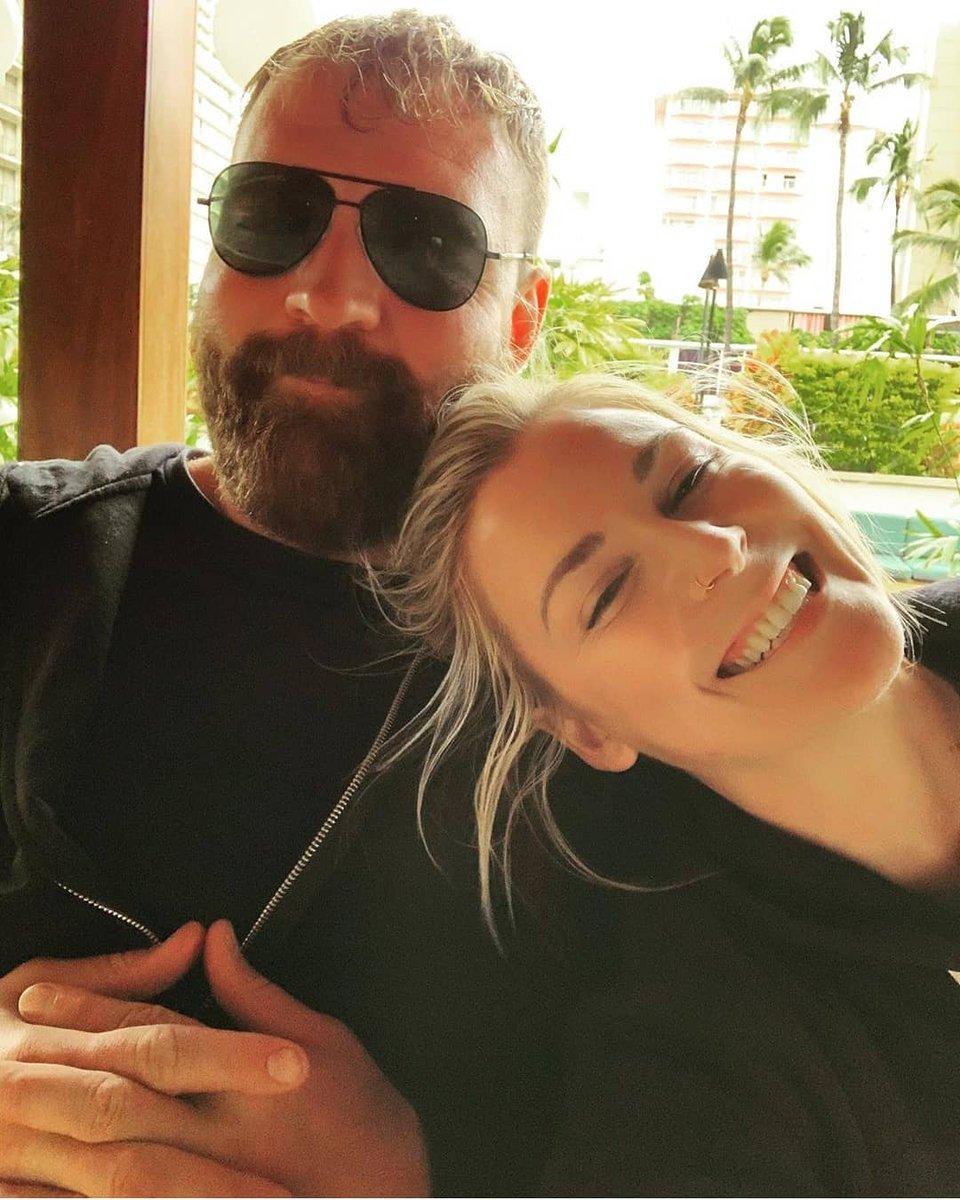 Jon Moxley and Renee Young ❤️❤️❤️  #JonMoxley #SDLive #Smackdown #SmackDownOnFox #SmackDownhacker #Smackdownlive #aew #AEWDoubleorNothing #AEWDoN #AEWDynamite #AEWHeels #AEWonTNT #aewtoonami #wwe #wweraw #wwenxt